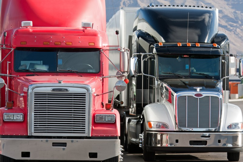 New Data Shows Speeding and Cell Phone Use Are Rising Among Truck Drivers
